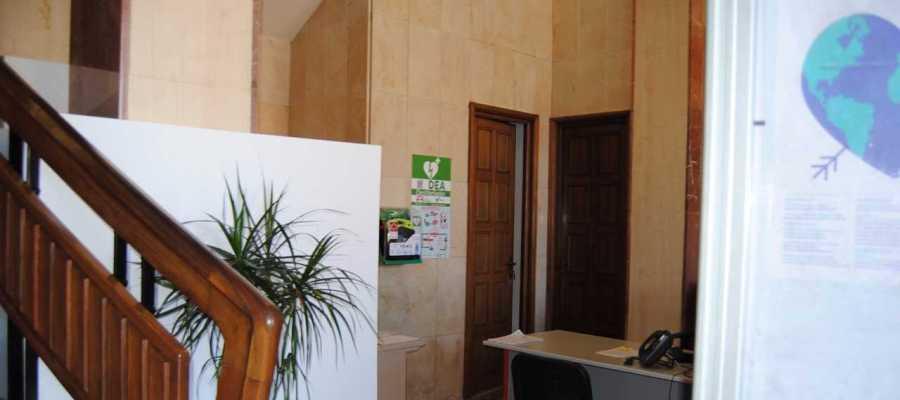 Imatge del desfribil-lador ubicat en la planta baixa de l´Ajuntament  de Vila-real