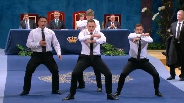 Los All Blacks interpretan la haka al recoger el Princesa de Asturias de los Deportes
