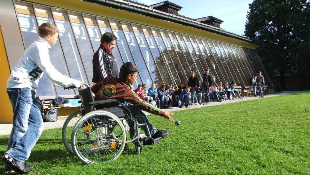 Una de cada cuatro mujeres y uno de cada seis hombres, mayores de 65 años, serán discapacitados físicos