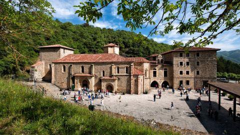 """El perfil de Turismo de Cantabria nos invita a """"descubrir el Camino Lebaniego"""" y su final en Santo Toribio"""