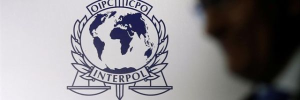 Escudo de la Organización Internacional de Policía Criminal (INTERPOL)