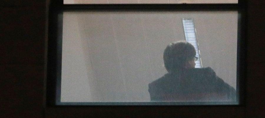 Carles Puigdemont, dentro de la sede de la Fiscalía belga