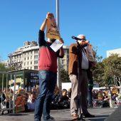 """Barcelona pide """"libertad presos políticos"""" con una pegada de carteles masiva"""