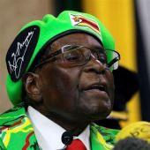 El presidente de Zimbabue, Mugabe, durante una ceremonia de una graduación universitaria