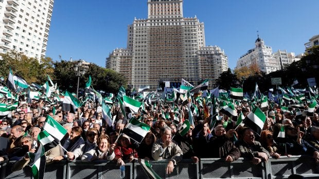 """La sociedad extremeña protagoniza una manifestación en Madrid, con una voz única y reivindicativa por """"un tren digno ya"""""""