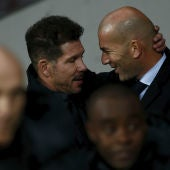 Saludo entre Simeone y Zidane