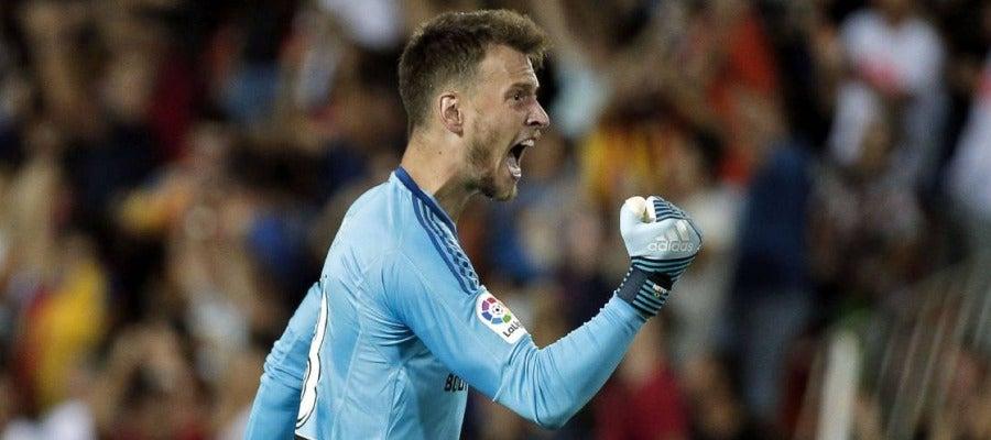 El portero del Valencia, Neto.