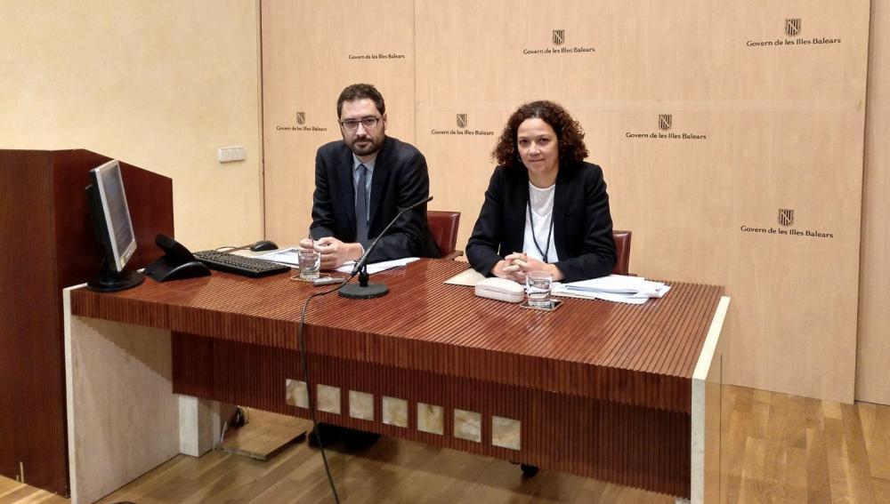 La consellera de Hacienda, Catalina Cladera, y el director general, Joan Carrió