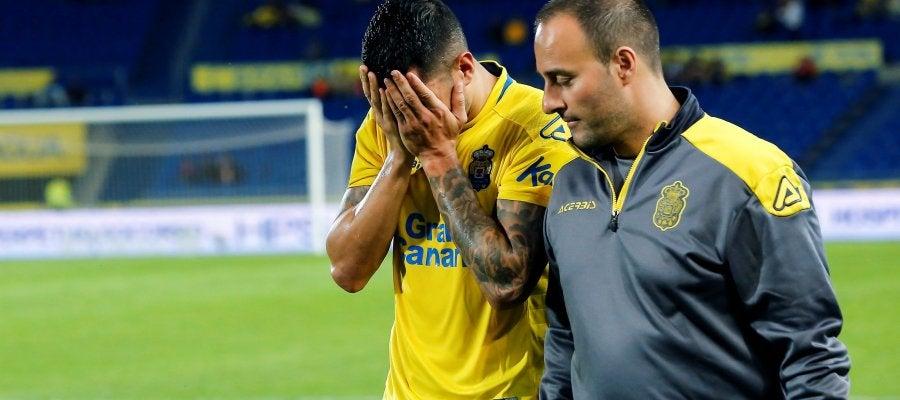 Momento en el que Vitolo abandona el césped lesionado
