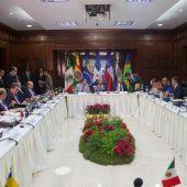 Vista de la reunión de representantes del gobierno y la oposición de Venezuela