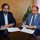 David Serrano y Rodrigo Caballero en la firma del convenio