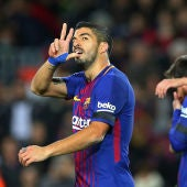 Luis Suárez celebra uno de sus goles contra el Deportivo