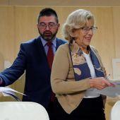 Manuela Carmena con Carlos Sánchez Mato