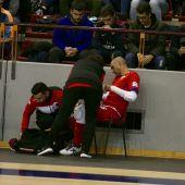 Rafa Fernández es atendido por las asistencias médicas en Palacio de Deportes de Vista Alegre de Córdoba.