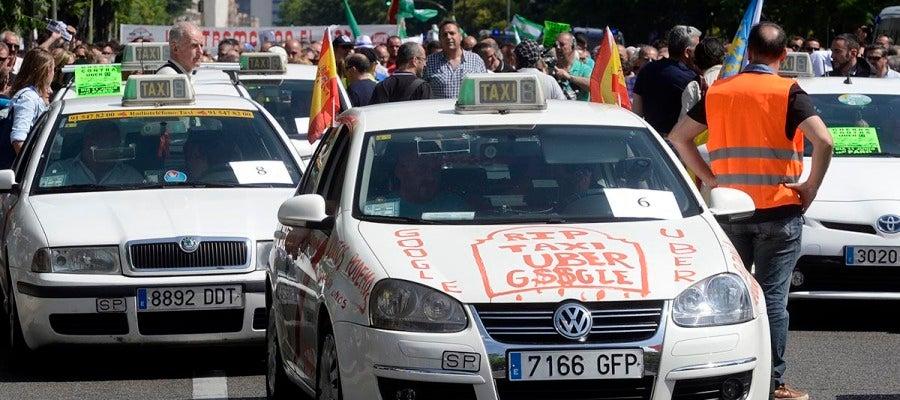 Taxis durante la protesta contra Uber y Cabify