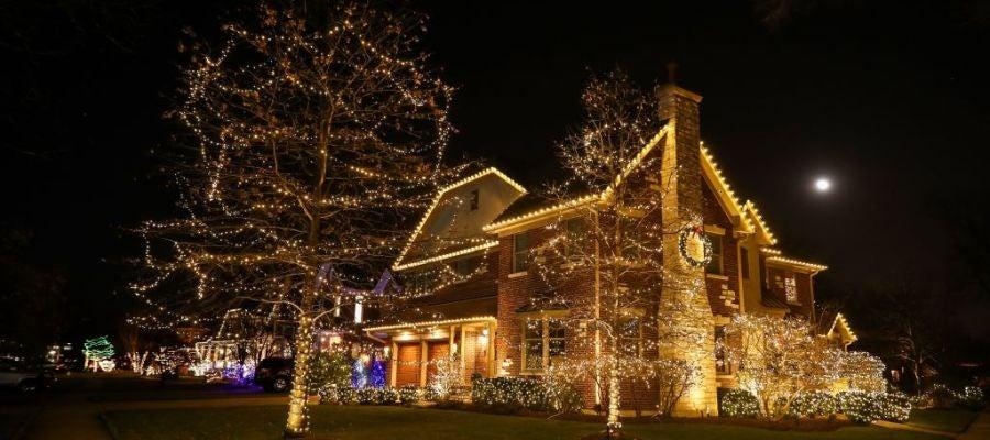 Casa decorada con luces de Navidad (20-12-2017)