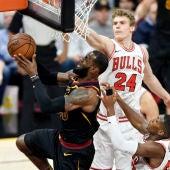 LeBron James, en acción ante los Bulls
