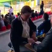 José Gallego y César Daza viendo el partido de fútbol