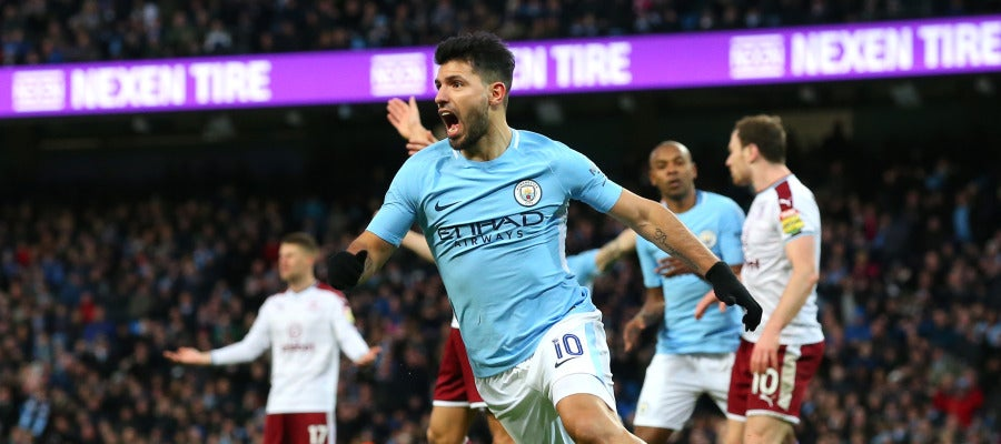 Agüero celebra uno de sus goles con el Manchester City