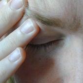 Paciente con migraña. Fuente: Morguefile.