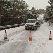 El temporal de nieve deja una treintena vehículos atascados en la localidad malagueña de Ronda