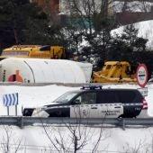 Un camión volcado en la AP-6