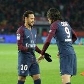 Neymar y Cavani celebran un gol del PSG