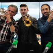 El trompetista Manuel Blanco, José Manuel Zapata y Juan Ramón Lucas