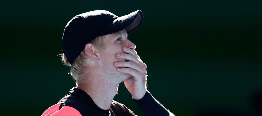 Kyle Edmund espera la revisión del punto ganador ante Dimitrov