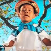 Yuawi cantanto 'Movimiento naranja'