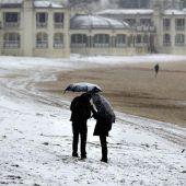 Foto de archivo de la Playa de la Concha (San Sebastián) cubierta de nieve