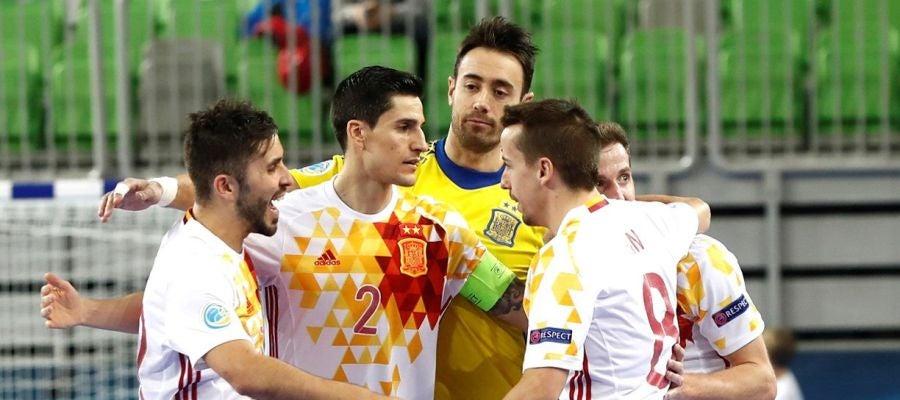 La selección española de fútbol sala celebra su triunfo