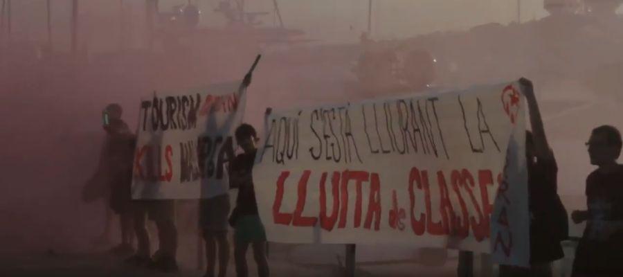 Protesta de Arran en el Moll Vell de Palma durante el verano de 2017