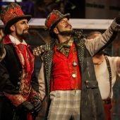 """La comparsa """"Los Mafiosos"""", durante su actuación en la final del Concurso Oficial de Agrupaciones Carnavalescas de Cádiz, en el Gran Teatro Falla."""