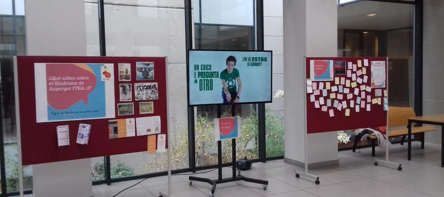 La exposición puede visitarse en el vestíbulo de la Facultad de Ciencias Sociales de la UJI.