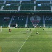 Imagen del entrenamiento del Elche CF celebrado en el estadio Martínez Valero.