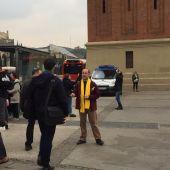 La ANC reparte lazos amarillos a la entrada del MWC