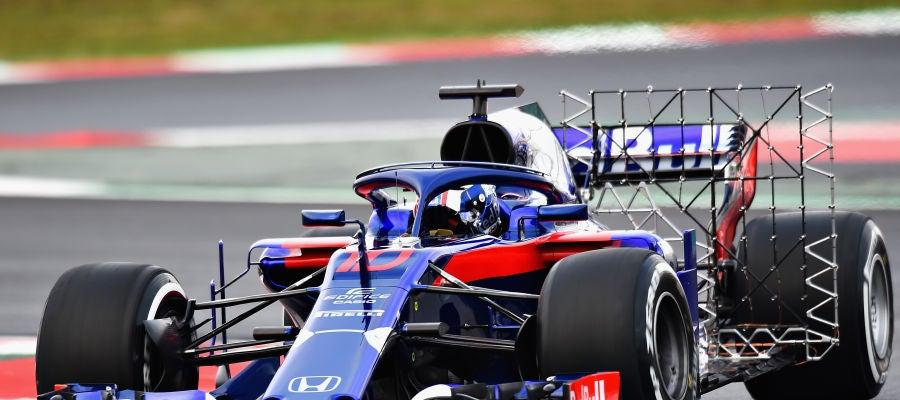 Pierre Gasly, rodando durante el segundo día de test en Barcelona