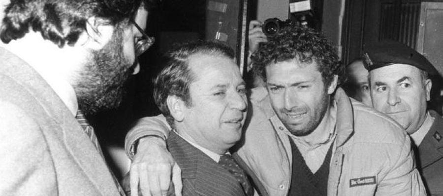'Quini', con el expresidente del Barça Josep Lluis Núñez, tras ser liberado de su secuestro