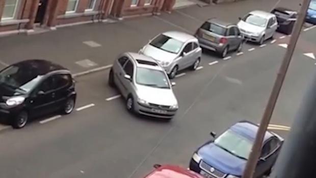 Mesa de redacción: Un estudio reciente nos saca los colores a los conductores españoles a la hora de aparcar