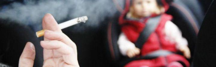 S'ha de prohibir fumar dins els vehicles privats?