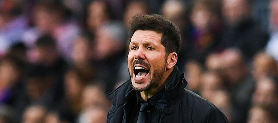 Simeone, en la banda del Camp Nou