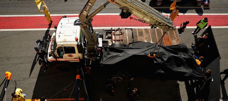 El McLaren de Alonso vuelve a sufrir una fuga de aceite