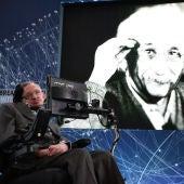 Stephen Hawking muere el mismo año que nació Einstein
