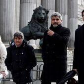 Juan Carlos Quer, Juan José Cortés, Jessica Sánchez, en representación de la familia de Yéremi Vargas, y la presidenta de la Asociación Clara Campoamor