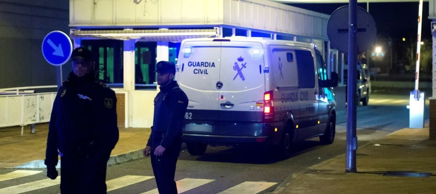 Los furgones de la Guardia Civil que llevan a la expresidenta del Parlament Carme Forcadell y la exconsellera Dolors Bassa a Alcalá Meco