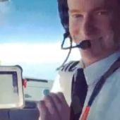 piloto easyjet jugando snapchat