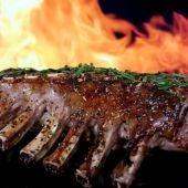 Cocinar la carne a la barbacoa puede subir la tensión