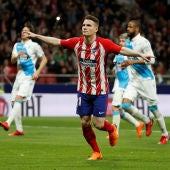 Gameiro celebra un gol con el Atlético