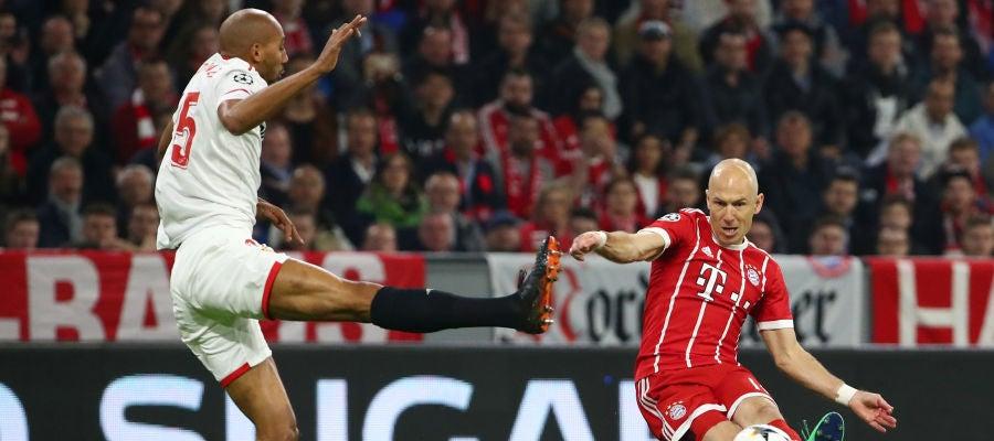 Robben pone un centro ante el Sevilla